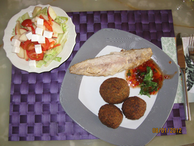 Smoked mackerel with chickpeas rolls and green salad